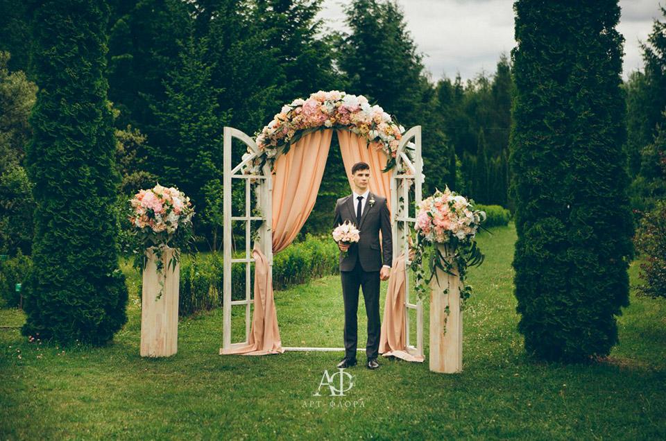 oformlenie-svadbi-bliki-rozovyx-ognej-10