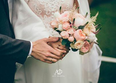 oformlenie-svadbi-bliki-rozovyx-ognej-miniatura