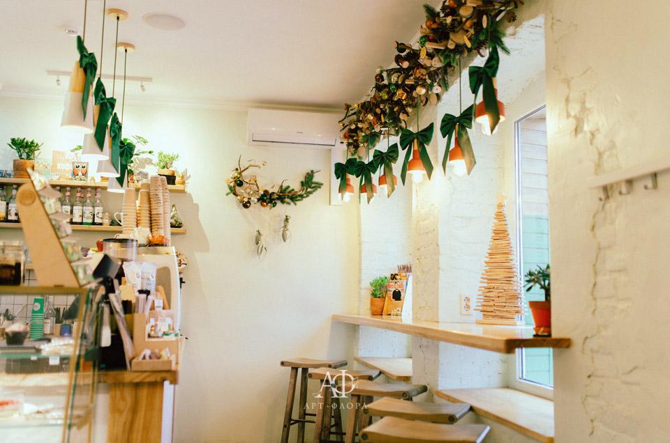 novogodnee-oformlenie-kafe-sova-2